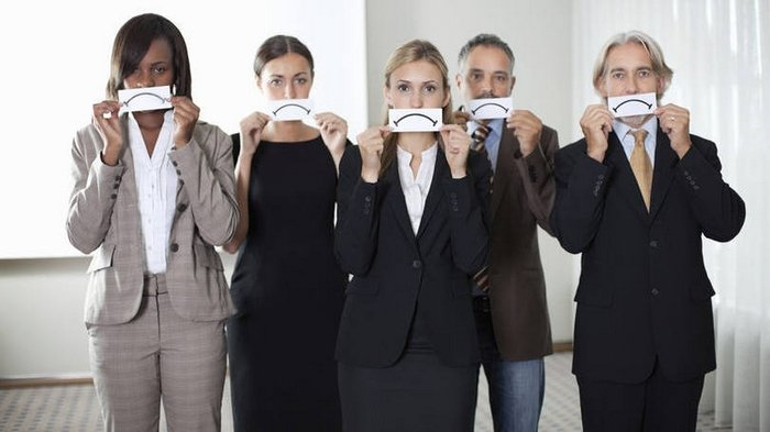 Problema de falsidade no ambiente de trabalho. O que faço?