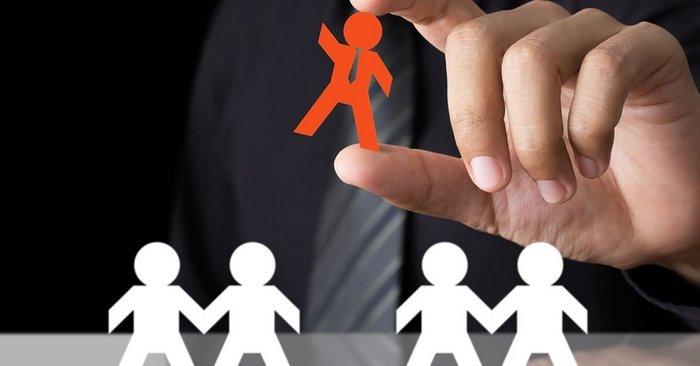 Roberto Santos responde: Meu potencial empregador é meu atual cliente. Seria antiético abordá-lo?